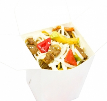 Говядина с лапшой и овощами